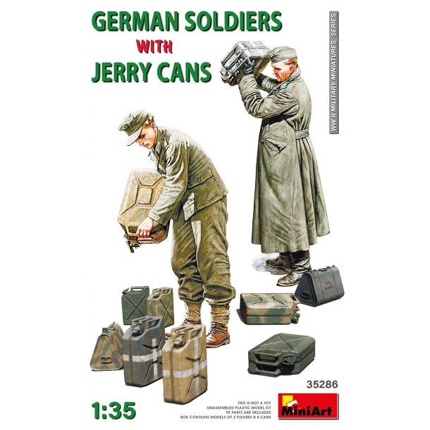 Tyske soldater med Jerry Cans